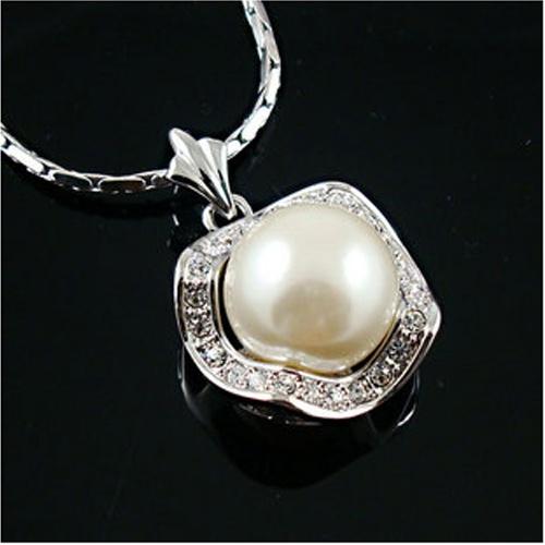 伊泰莲娜 丽晶含苞待放镀白金珍珠项链