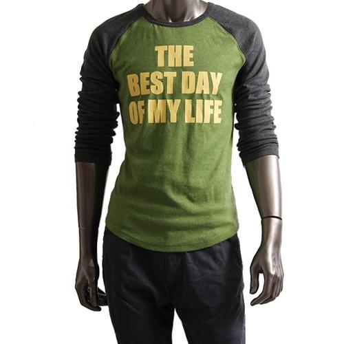 深绿色t恤搭配图片
