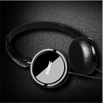 时尚创意折叠式设计:多维度旋转轴设计能将耳机收纳至平衡状态,扁平