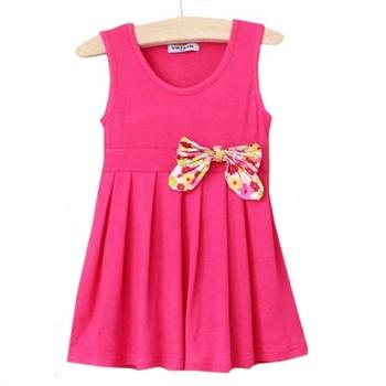玫红色上衣搭配裙子